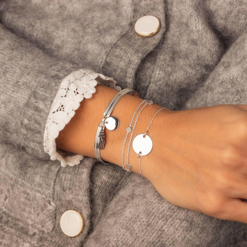 Lock bangle with medal and pompon
