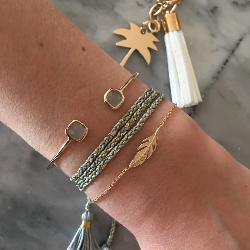 Chain bracelet with feather