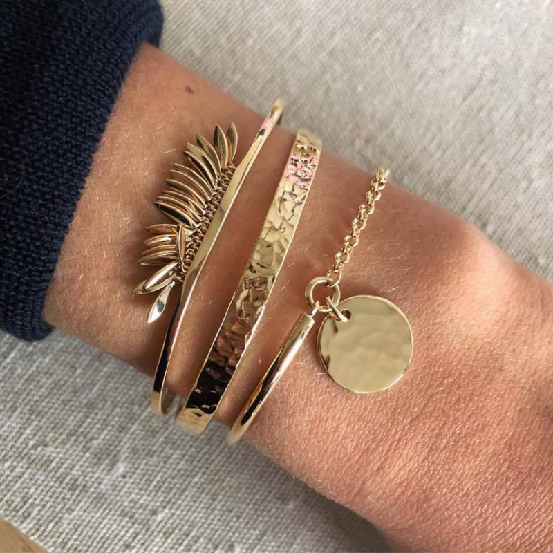 Hammered gold-plated open bangle