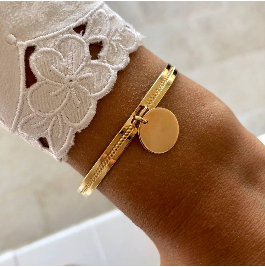 Lock bangle with suspended medal