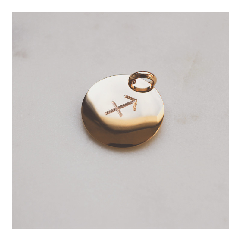 Curved gold-plated medal engraved with your astrological sign