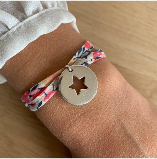 Liberty bracelet with large hollowed star medal