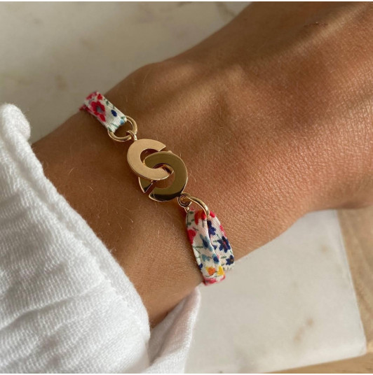 Liberty bracelet with little handcuffs