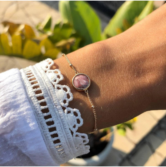 Beaded chain bracelet with rhodonite medal