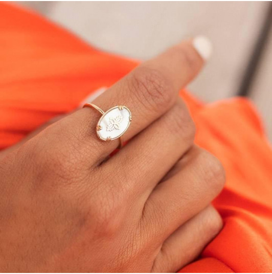 Oval nacre ring