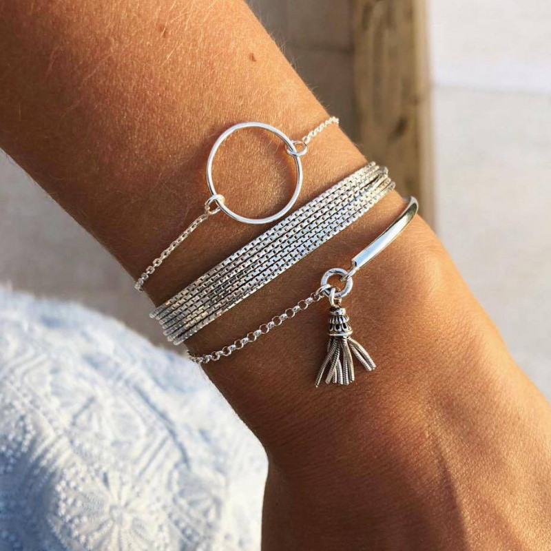 Chain bracelet with small silver ring