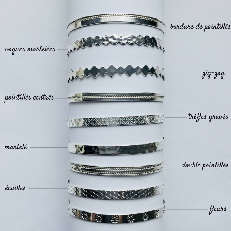 Lock bangle with heart medal