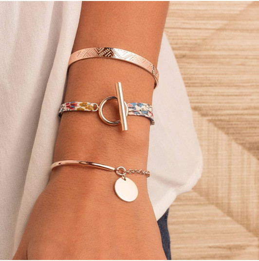 Rose gold-plated half bangle and chain bracelet with medal