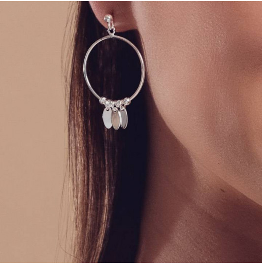 Hoop earrings with petals