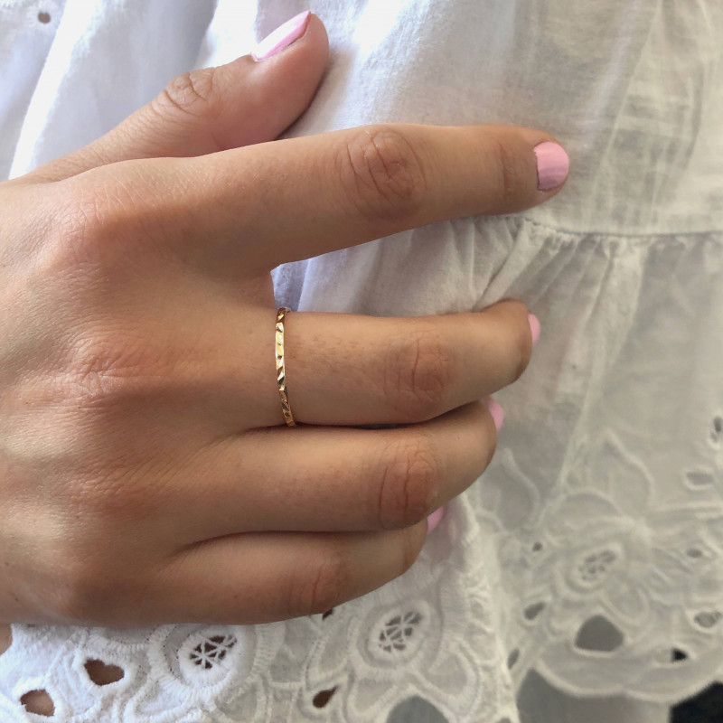 Gold-plated chiseled band ring