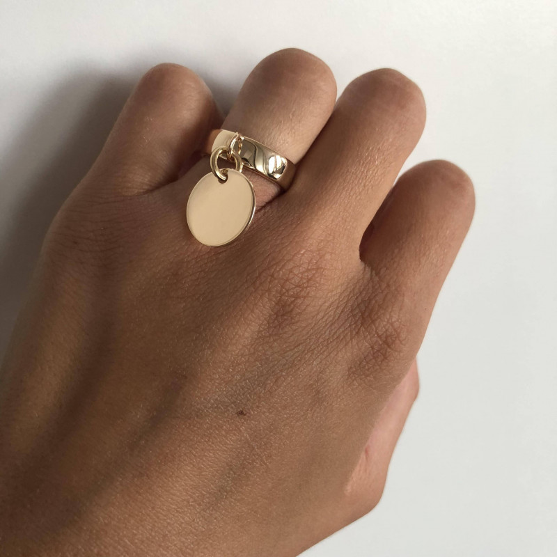 Gold-plated ring with flat medal