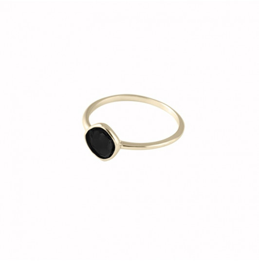 Small onyx gemstone ring