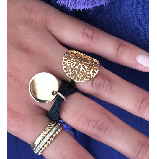 Cord ring with gold-plated medal